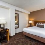 Queen Bed Room 1